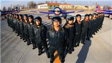 中国少年军校学员驾机首飞
