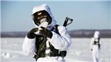 解放军哨兵-35°C啃冰解渴 坚守中俄边境线