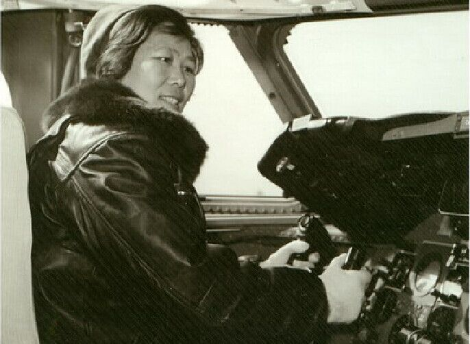 中国第一位女专机机长