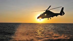中国海军第十九批护航编队直升机跨昼夜飞行训练