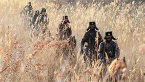 春节守边疆:新疆边防战士踏雪穿芦苇巡逻