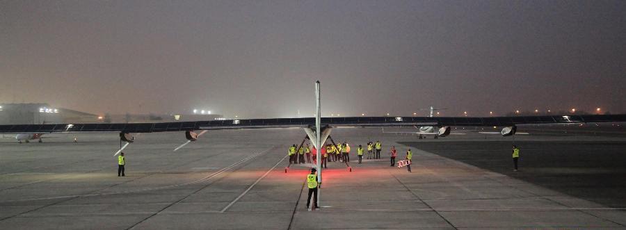 太阳能飞机起飞前停在巴廷商务