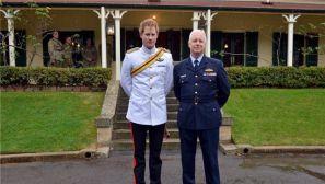 英国哈里王子赴澳大利亚服役 民众冒雨迎接