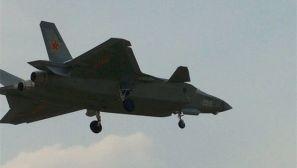 2015号歼20原型机展开密集试飞 歼-10S伴随