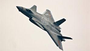 歼20低空高速机动秀性能 多张罕见角度照出炉