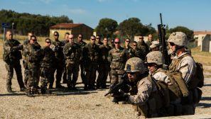 组图:法美两国海军陆战队与法国轻装型装甲旅联合训练