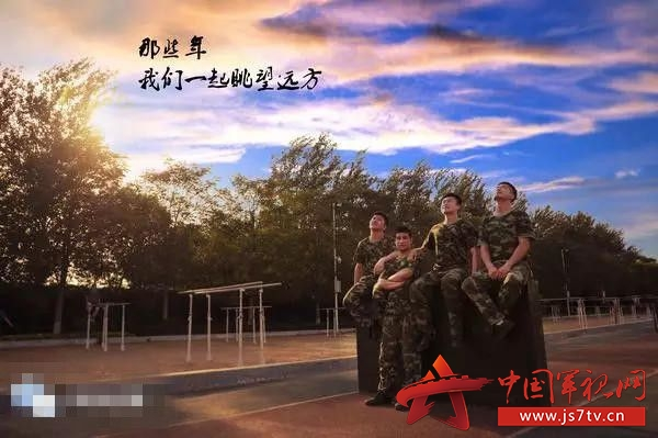 组图:中国军校最帅毕业照媲美电影海报