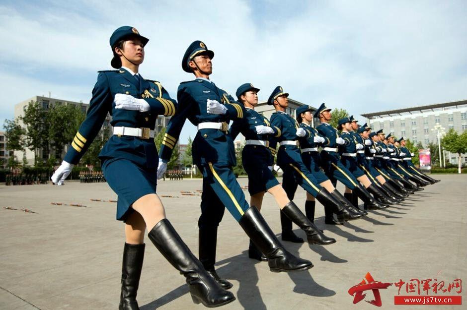 组图 解放军三军仪仗队大量美图曝光 优雅帅气