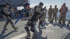 """组图:美""""拉布恩""""号与罗海军护卫舰进行联合训练"""