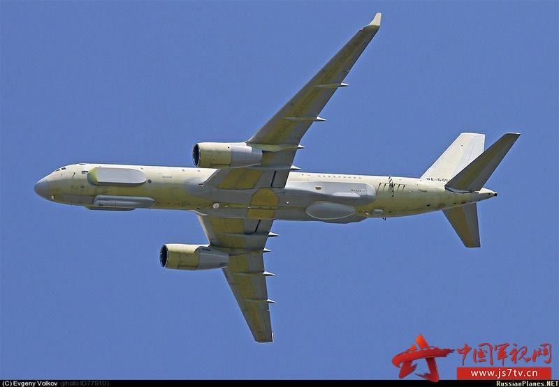 图-214R电子战飞机由图波列夫设计局的图-214客机改造而成,由喀山飞机制造厂生产。俄罗斯国防部于2002年11月29日签署项目开始的合同,要求2008年完成合同。2006年12月首架原型机出厂。计划于2007年交付第一架飞机,但由于电子设备的施工导致项目进展拖延至2009年。2009年12月24日,编号为RA-64511的首架试验机进行了试飞。2011年,进行了第一次完整飞行的试验。2012年5月进行了电子设备的测试。2010年,在总装车间的二审完成。但是此时仍未加装侧视雷达。2014年底的才进行了
