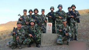 组图:中哈边境团场军民携手巡边