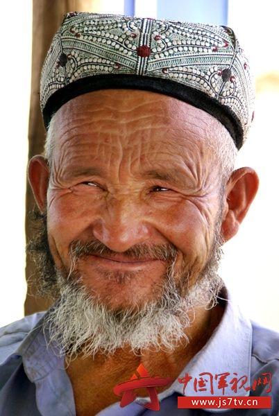 新疆人_军旅摄影家于陵江作品:新疆人物志 普通新疆人最美瞬间