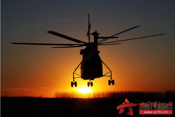 武警森林指挥部直升机支队组织夜间直升机