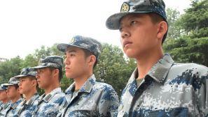 组图:退伍伞兵再次入伍当新兵