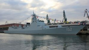 组图:外国网友镜头下的来访中国军舰