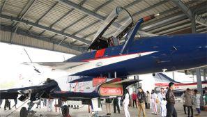 中国军视网携手军迷走进八一飞行表演队