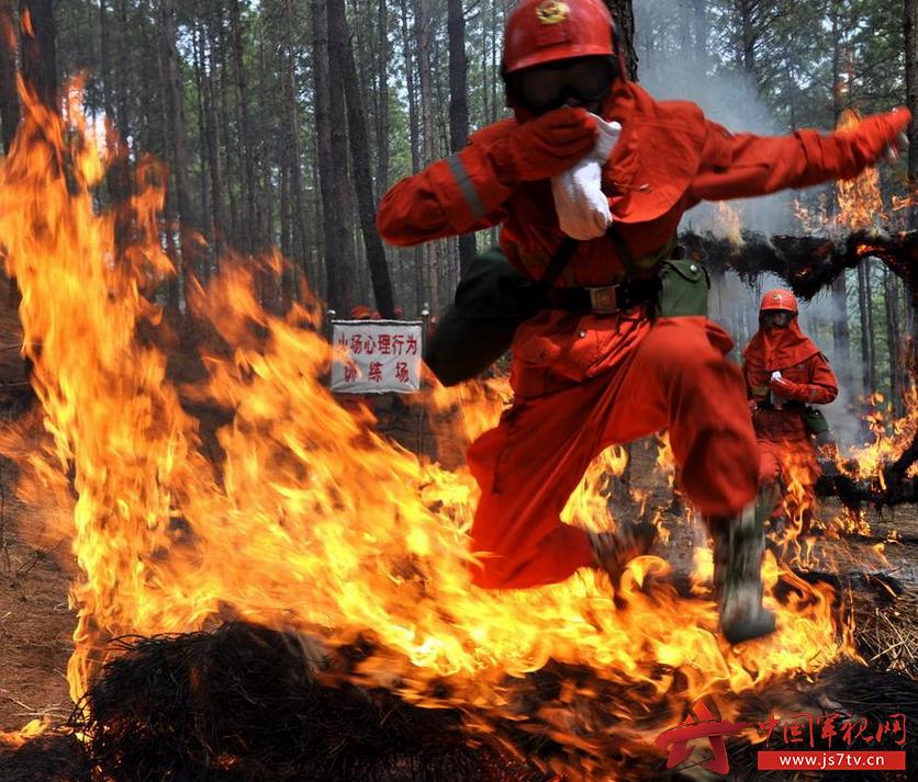 资料图:武警森林部队新兵适应训练