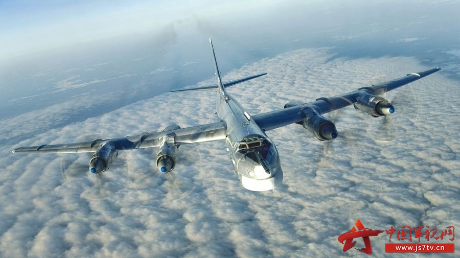 是前苏联图波列夫飞机设计局研制的远程战略轰炸机