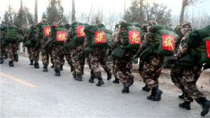 一切为打赢 武警新兵在冰天雪地中进行野营拉练