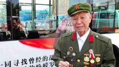 """济南89岁抗战老兵公交车""""登广告""""寻找战友"""