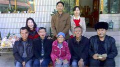 战友看望因公殉职的老连长陶仕荣家人