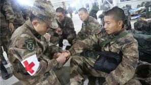 驻渝某红军师:拉练路上 红十字袖标暖兵心