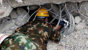 武警交通部队官兵全方位展开专业搜救