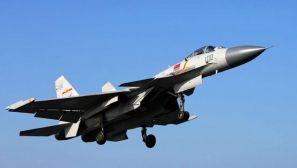 海军辽宁舰在渤海某海域进行舰机融合训练