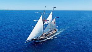 现代海军训练依然离不开桅杆帆船