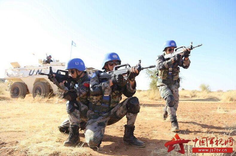 部队爬战术图片素材
