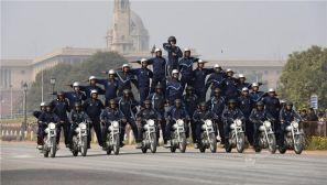 组图:印度举行阅兵彩排 士兵再秀摩托车特技