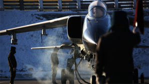 组图:西部战区空军展开极寒条件下 跨昼夜飞行训练