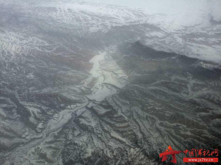 组图:高空俯瞰新疆大地 地貌似火星表面