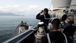 美军宙斯盾舰开进香港 导弹垂发装具超显眼