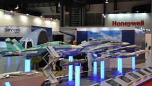 组图:新加坡航展 亚洲最大的航空和防务展览