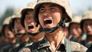 中国记者镜头下的国庆大阅兵 永不服输的士气写在脸上