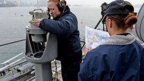 组图:美军4万吨两栖攻击舰驶入香港