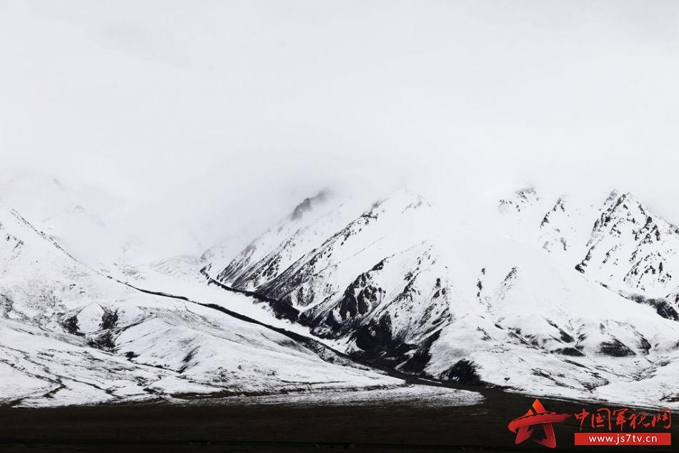 高清大图:汽车兵眼中最美的青藏高原