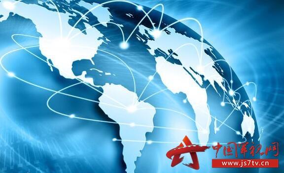 经李克强总理签批,国务院日前印发《关于深化制造业与互联网融合发展的指导意见》(以下简称《意见》),部署深化制造业与互联网融合发展,协同推进中国制造2025和互联网+行动,加快制造强国建设。   《意见》指出,制造业是国民经济的主体,是实施互联网+行动的主战场。推动制造业与互联网融合,有利于形成叠加效应、聚合效应、倍增效应,加快新旧发展动能和生产体系转换。要以激发制造企业创新活力、发展潜力和转型动力为主线,以建设制造业与互联网融合双创平台为抓手,围绕制造业与互联网融合关键环节,积极培育新模