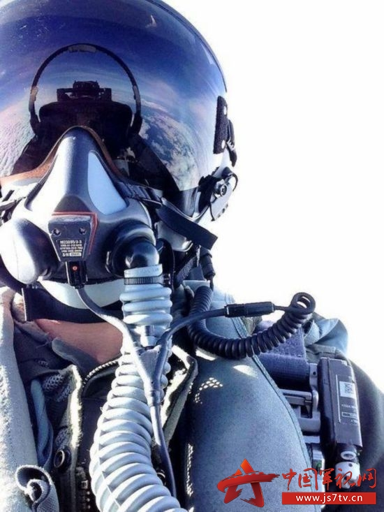 组图:帅你一脸 战斗机飞行员自拍图片