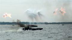 硬气!海军陆战队在南海进行登陆进攻演练