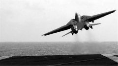 海军航母舰载战斗机飞行员张超训练中英勇牺牲