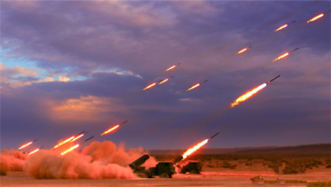 某炮兵团在罗布泊无人区演练 火箭弹密如雨