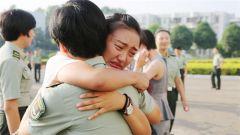 中国军视网士言专评:退伍季,总有一些身影被铭刻军旅