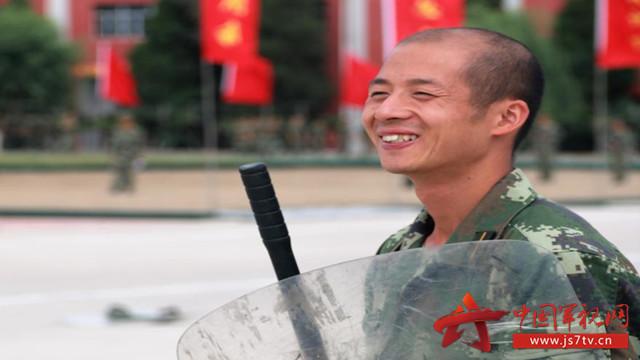 武警北京总队新兵训练场上一批 特殊 的新兵图片