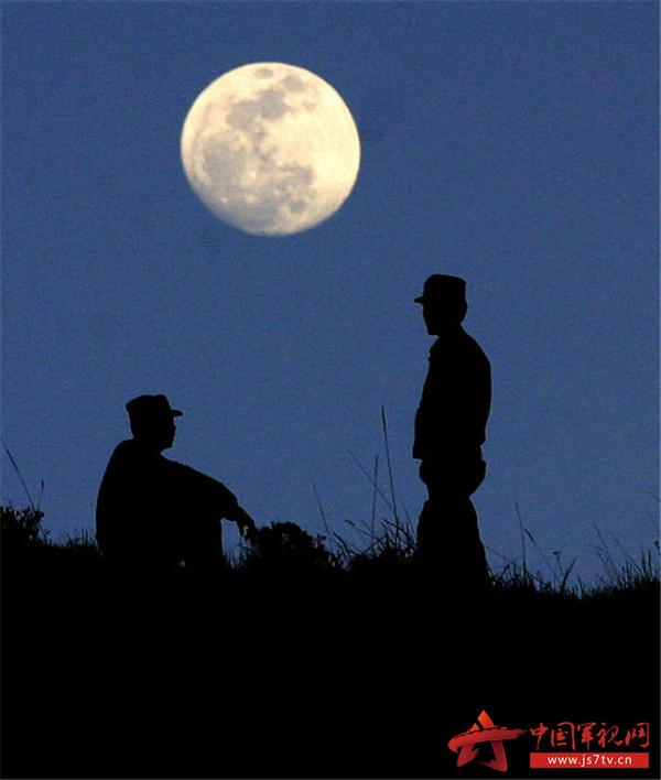 【中秋诗歌】月亮, 哨兵和远方