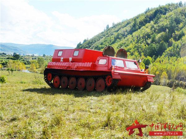 图为俄式履带牵引车全道路训练图片