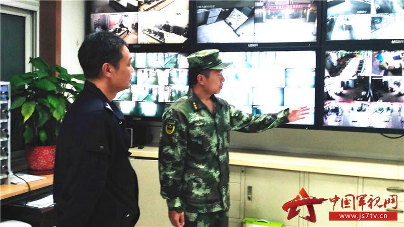 和公安民警研究联防措施。
