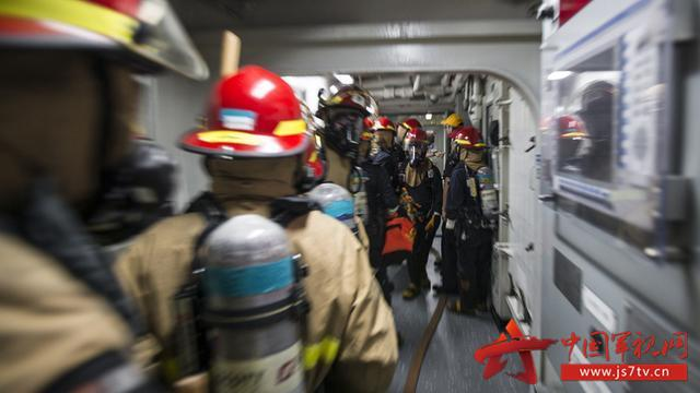 揭秘美军核动力航母特大火灾:水兵在禁烟区吸烟