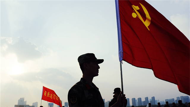 武警日照边检站官兵重走长征路 重塑红军魂